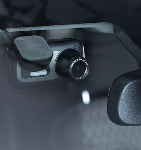 Magnetický držiak autokamery